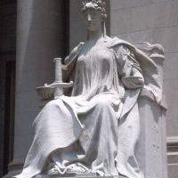 Posąg Iustitii
