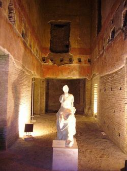 Statua muzy w Domus Aurea