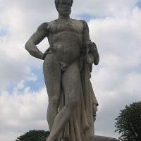 Statua Lucjusza Kwinkcjusza Cincinnatusa w Paryżu