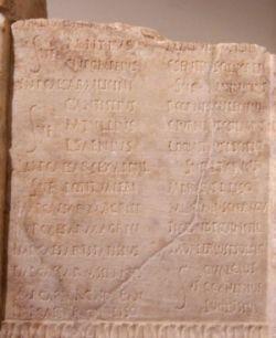 Kamienna płyta z kalendarzem rzymskim