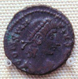 Moneta z brązu cesarza Konstancjusza II znaleziona w Yecheng w dzisiejszych Chinach