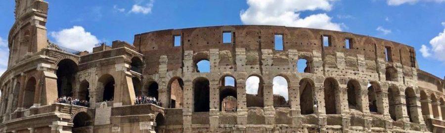 Kolejny turysta dopuścił się aktu wandalizmu na Koloseum