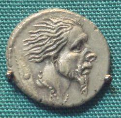 Srebrny, rzymski denar z uwiecznioną głową pojmanego Gala