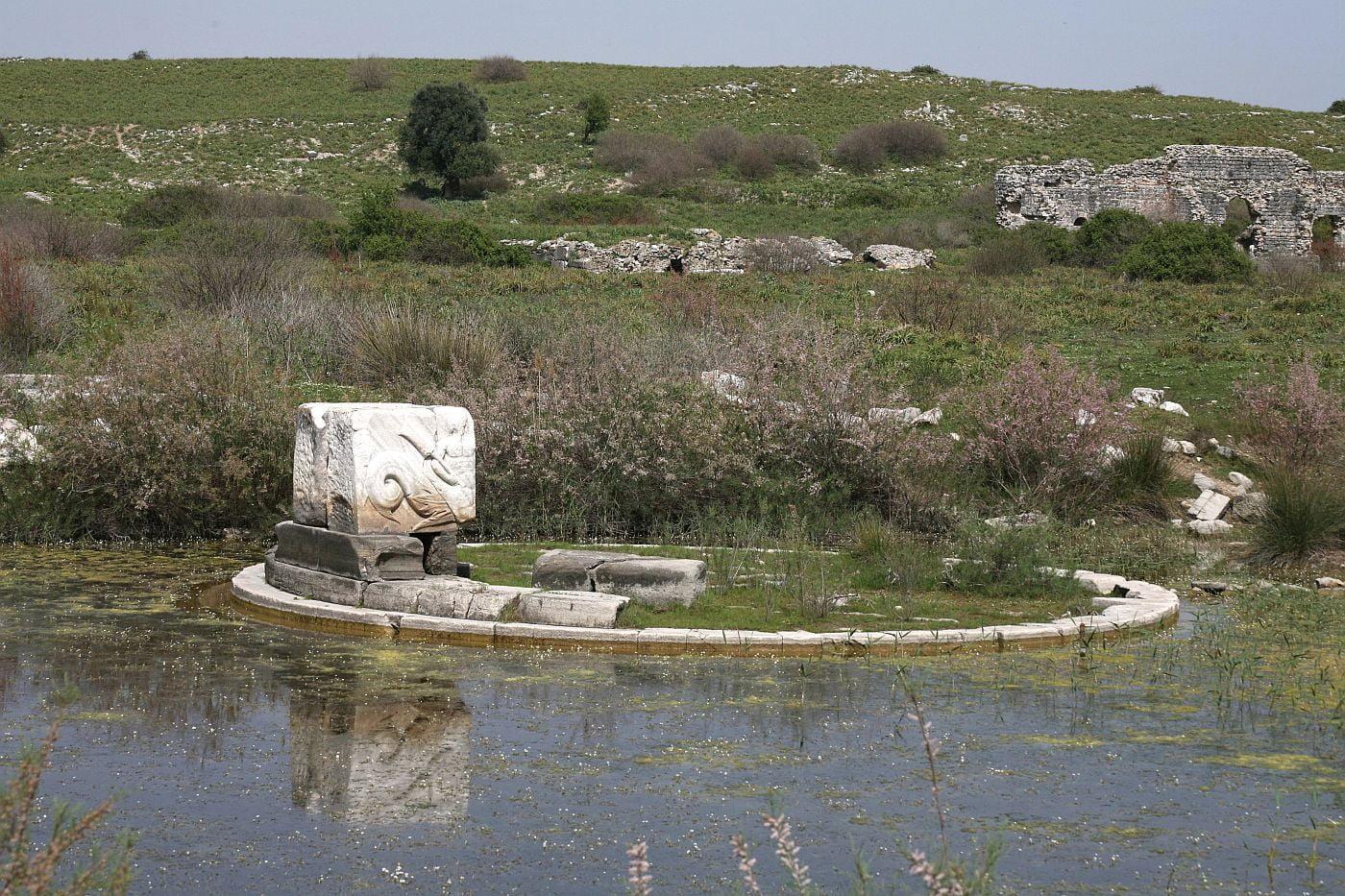 Monument na cześć zwycięstwa pod Akcjum; Lion Harbour