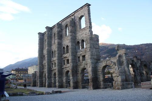 Pozostałości teatru rzymskiego w miejscowości Aosta