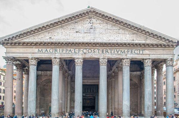 Panteon uległ zniszczeniu w roku 80 n.e.