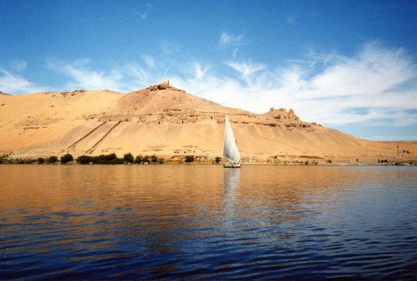 Nil niedaleko Asuanu