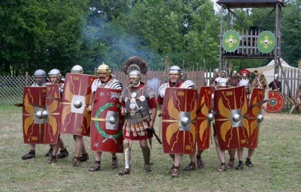 Centurion at the head of the Roman contingent