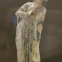 Wykonana z kości słoniowej statuetka rzymskiego aktora sztuki tragicznej