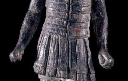 Rzymska statua ukazująca rzymskiego legionistę