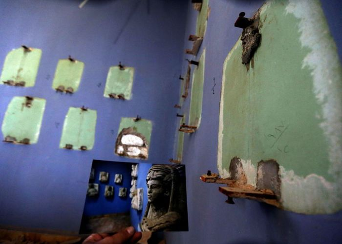 Zniszczona ekspozycja w muzeum w Palmyrze