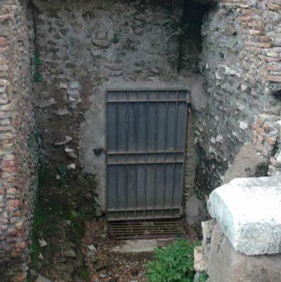 Drzwi do kanałów Cloaca Maxima