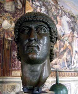 Współczesna głowa Konstantyna z brązu