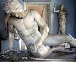 Umierający Gal, rzymska, marmurowa kopia greckiej pracy z III wieku p.n.e.