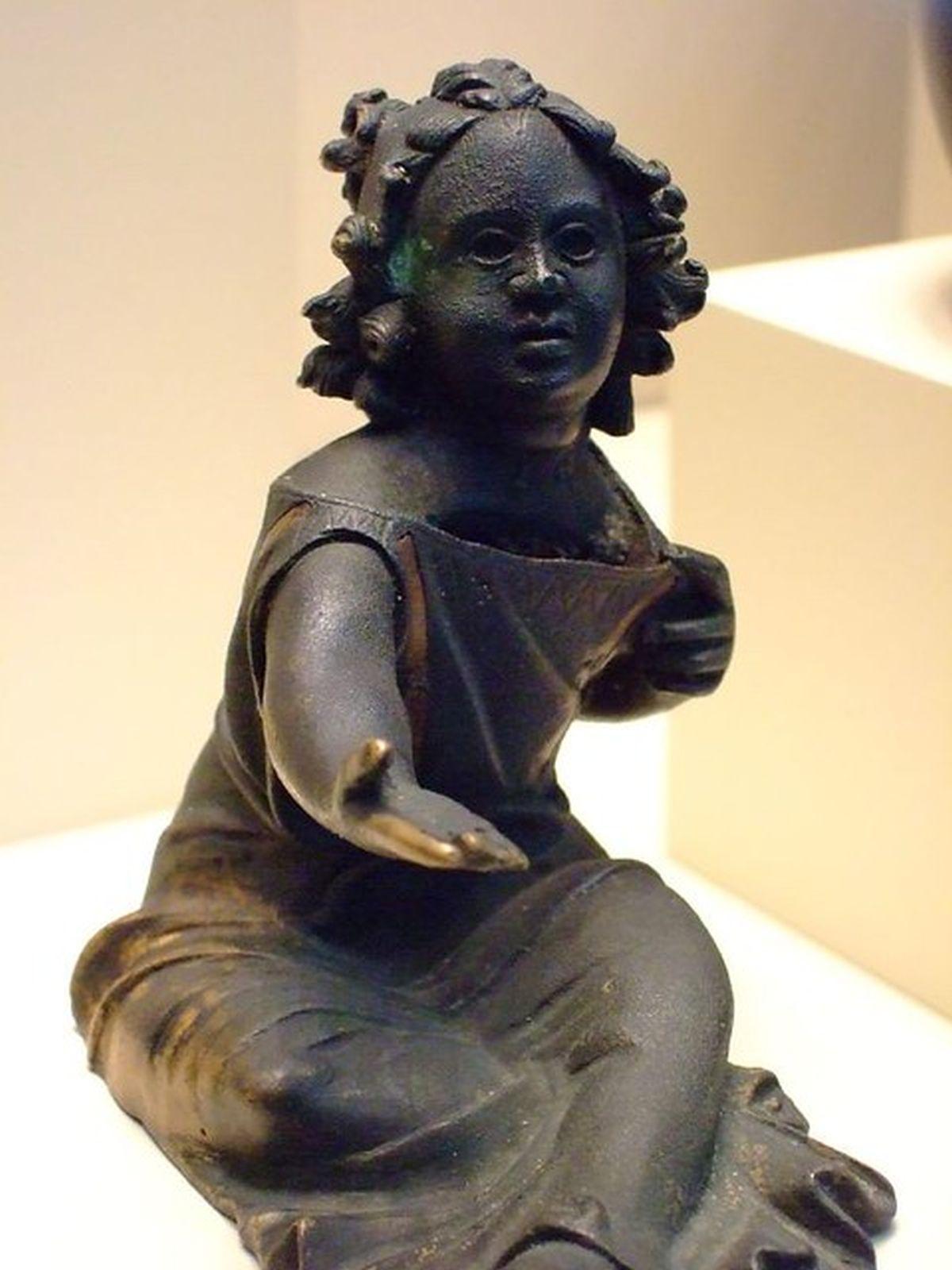 Skarbonka na monety w formie żebrzącej dziewczynki