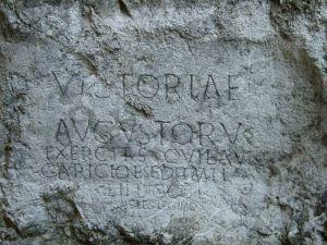Inskrypcja wyryta na skale w pobliżu Trenczyna