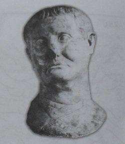 Rzeźba głowy Lukullusa z marmuru