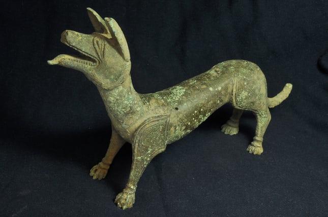 """Odkryto liczne rzymskie artefakty, w tym """"liżącego"""" psa"""