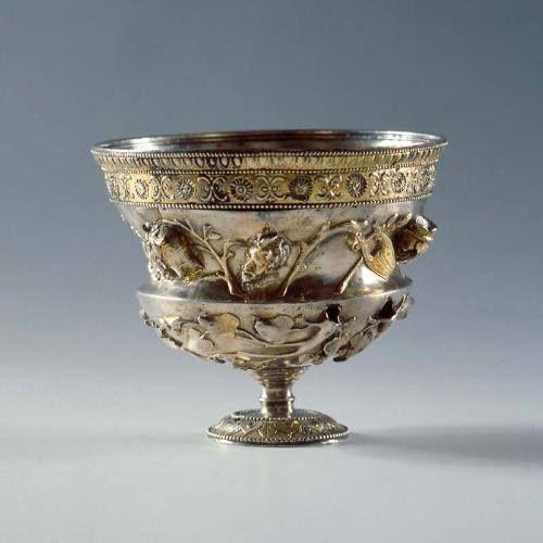 Bogato zdobiony rzymski puchar