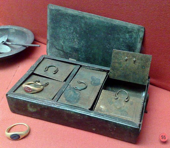 Rzymska skrzynka na biżuterię