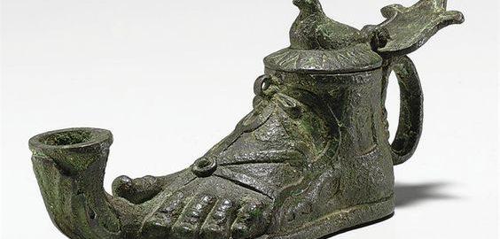 Ciekawa rzymska lampa w kształcie stopy