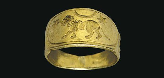 Roman golden ring with image of lion