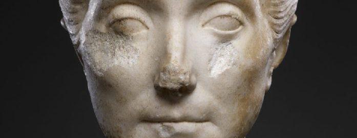 Popiersie starszej Rzymianki z popularną fryzurą