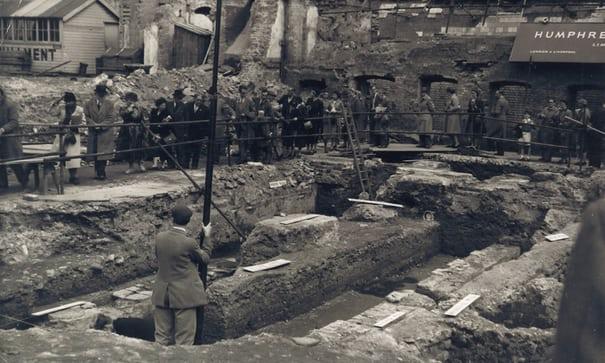 Ruiny świątyni Mitry (Mithraeum)w Londynie odkryto w roku 1954