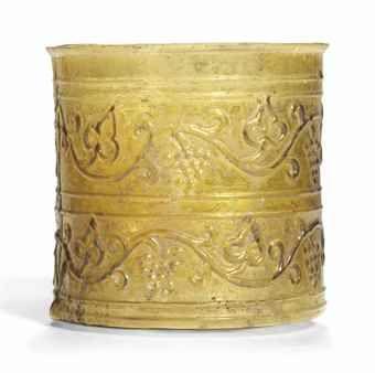 Rzymskie naczynie ze szkła bursztynowego