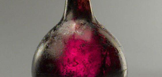 Piękna rzymska szklana butelka