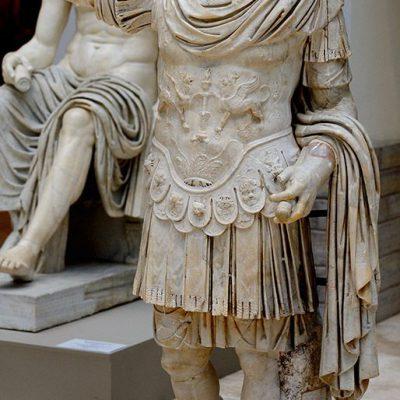 Statue showing the armored emperor Titus Flavius