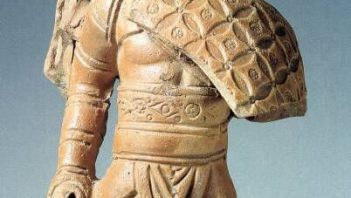 Roman small statuette depicting gladiator
