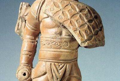 Roman small statuette depicting gladiator