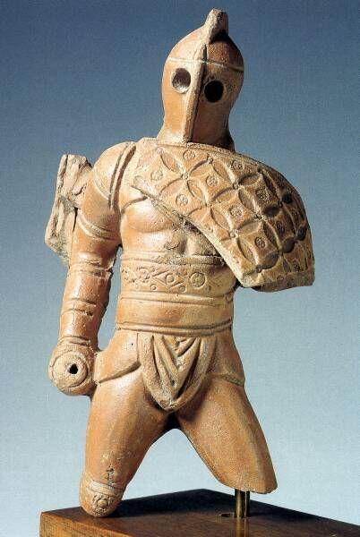 Rzymska mała statuetka ukazująca gladiatora