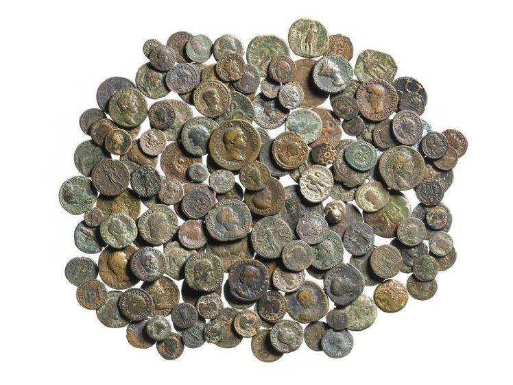 Odkryto antyczne monety w szufladzie biurka w Anglii