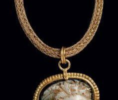 Two-layer cameo depicting Medusa