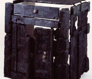 Zwęglony rzymski drewniany mebel z Herkulanum