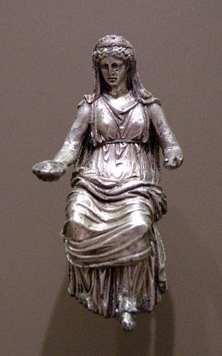 Srebrny posążek ukazujący Junonę. Datowany na I-II wiek n.e.