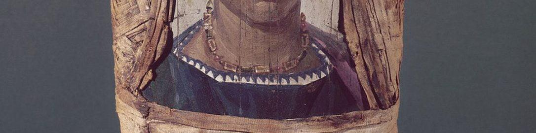 Portret młodej kobiety przyczepiony do mumii