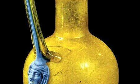 Piękny rzymski kolorowy dzban na wino