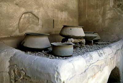 Rzymska kuchnia z naczyniami w Domu Wettiuszów