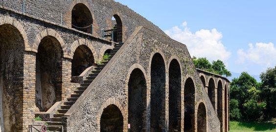 Schody przy rzymskim amfiteatrze