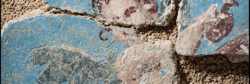Połączone fragmenty fresku ukazują małego skrzydlatego chłopca
