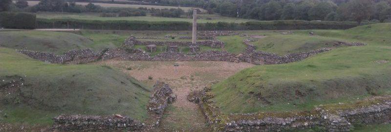 Ruiny teatru w Verulamium w 2016 r. (widoczna kolumna to współczesna replika)
