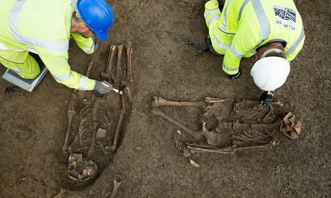 Odkryto w Anglii groby dwóch mężczyzn z odciętymi nogami