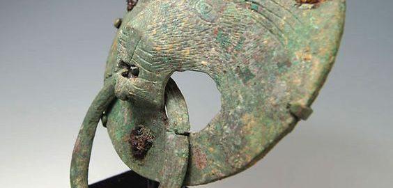 Rzymski uchwyt do drzwi w kształcie głowy lwa