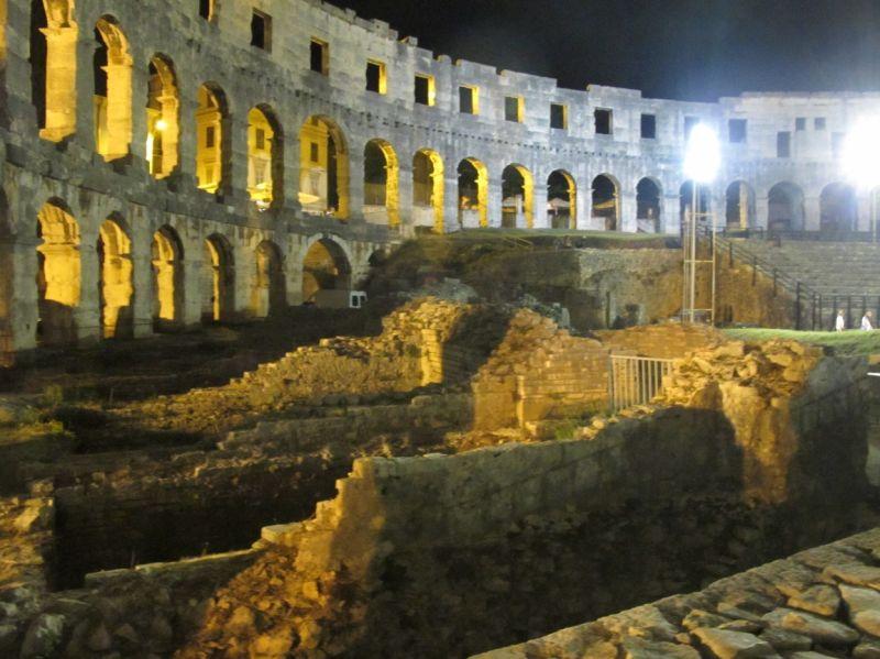 Wnętrze amfiteatru w Puli