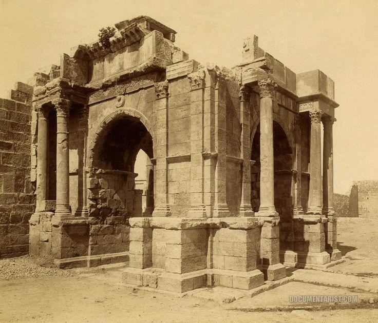 Łuk Karakalli w Tebessa (Algieria). Zdjęcie z roku 1860-90