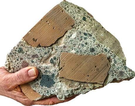 Rzymski cement składał się z kawałków tufu wulkanicznego i cegieł połączonych zaprawą wapienno-wapienną