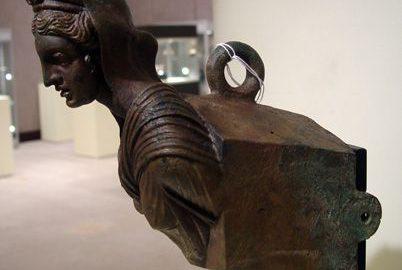 Pięknie zdobiony dziób rzymskiego statku